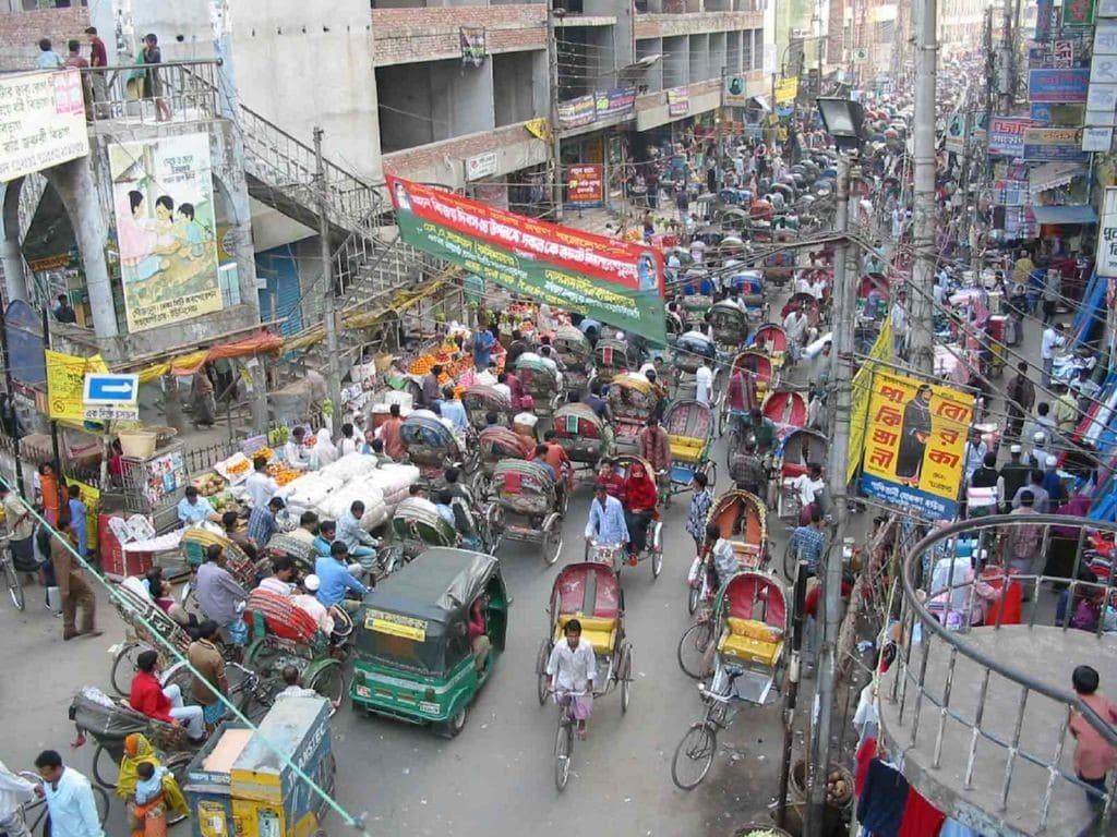 Bangladesh cuenta con una poblacion muy numerosa, de ahi que sea el septimo idioma con mas hablantes