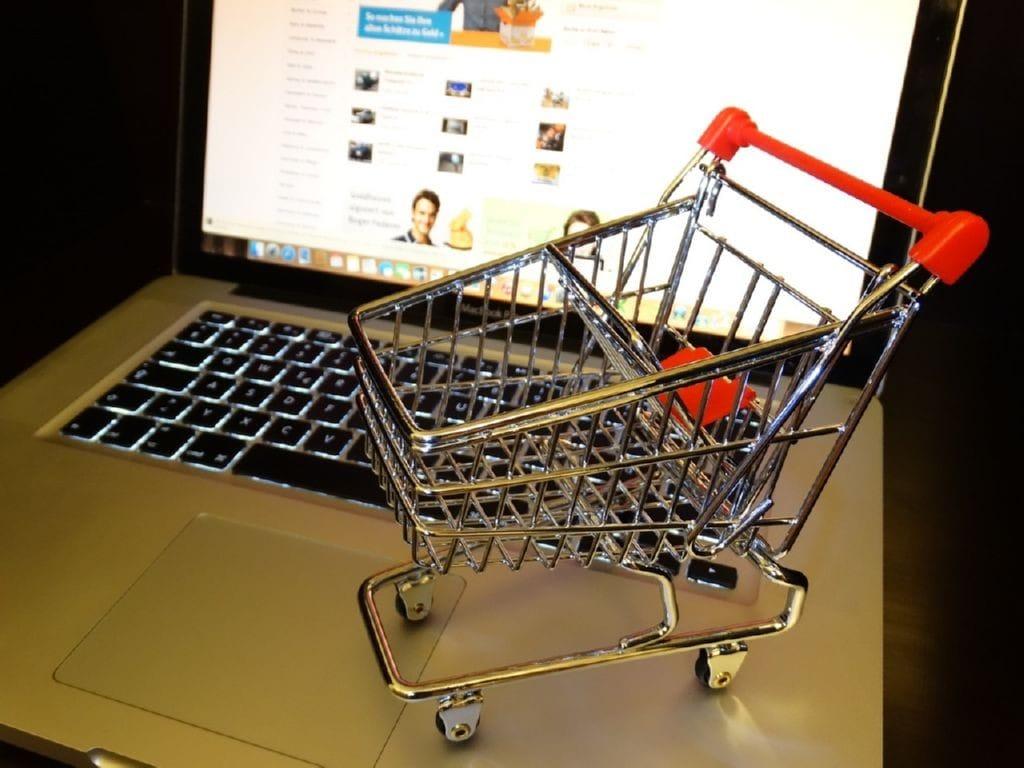 Al adquirir materiales deben evaluar los posibles vendedores y las competencias del mercado