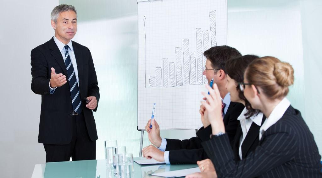 Algunos gestores administrativos lideran a grupos, mientras que otros a la empresa en su totalidad