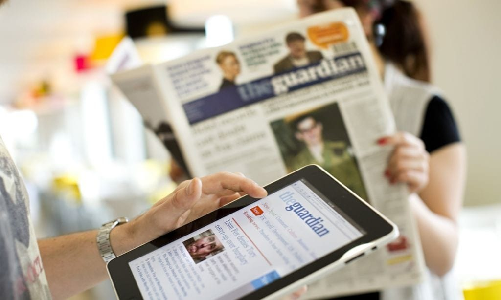 El periodico the guardian tambien esta disponible en su version online