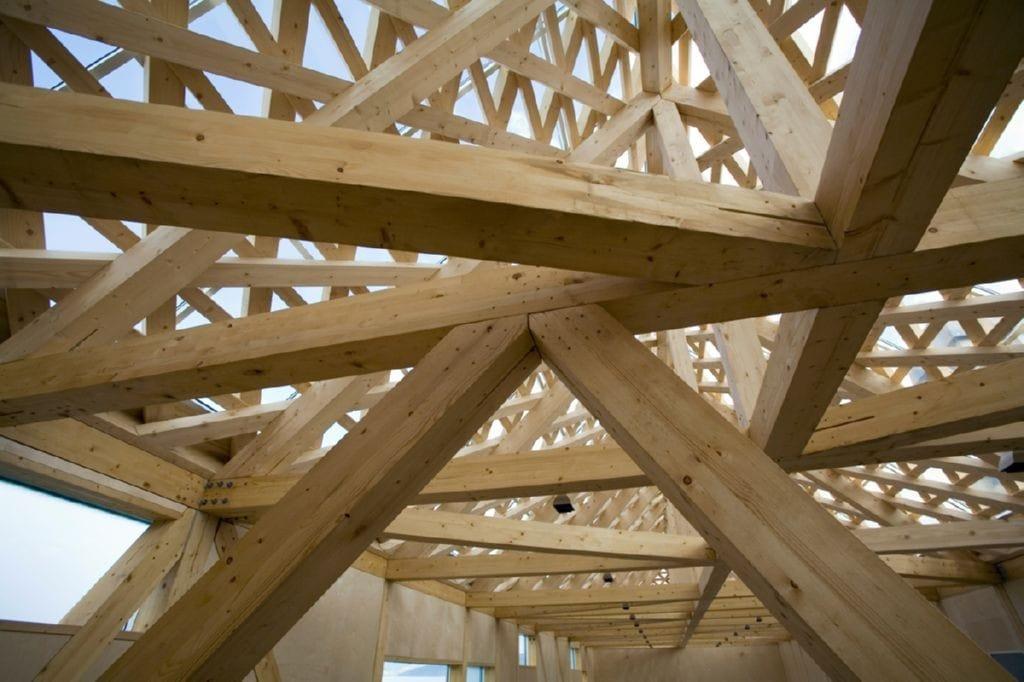 La madera es un material que puede ser utilizado en la construccion de estructuras